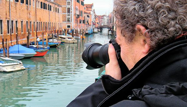 Pep Ventosa à la recherche de motifs à Venise